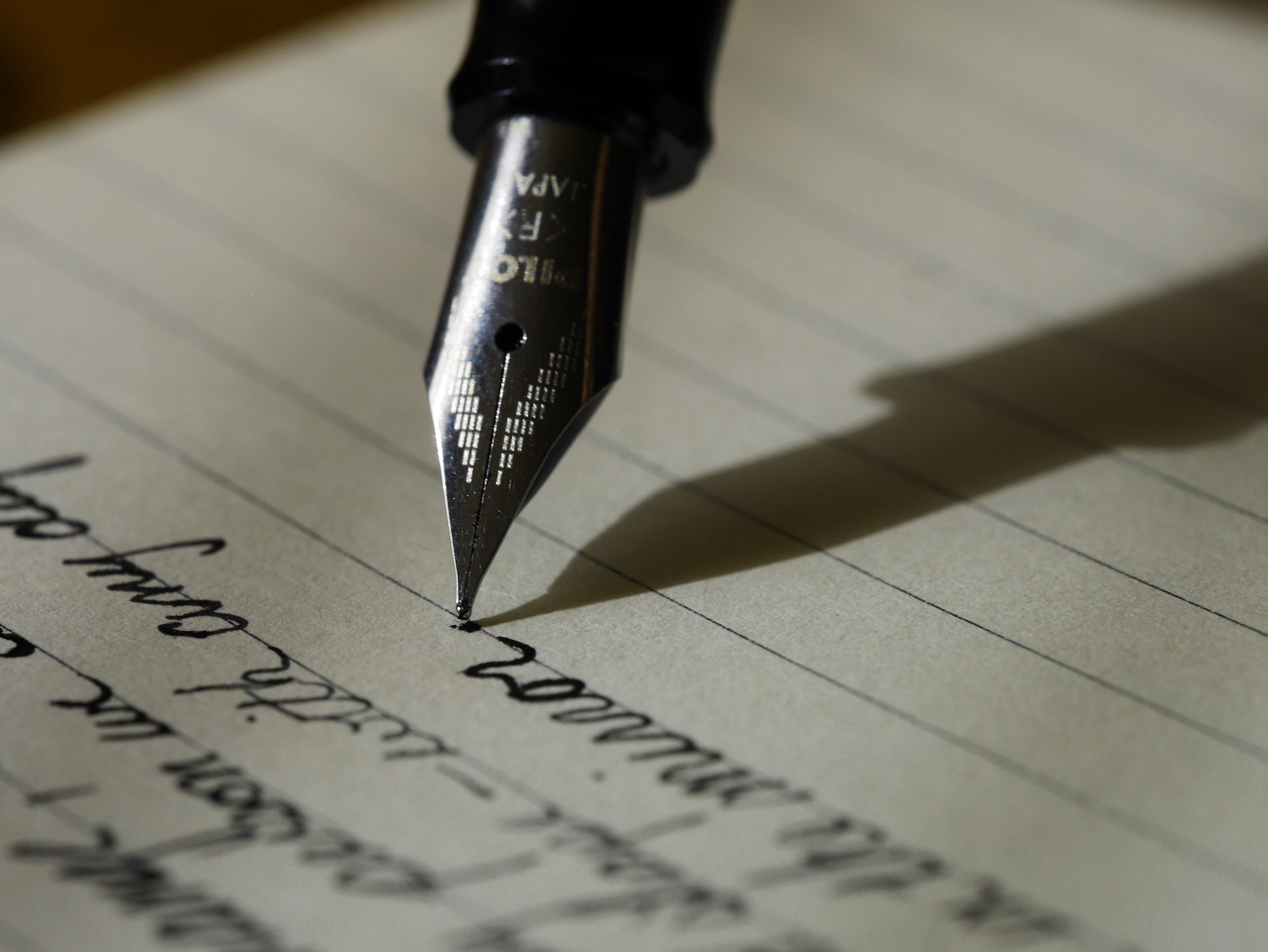 5 Free Scripts for Writing Handwritten Notes That Wow Your Customers